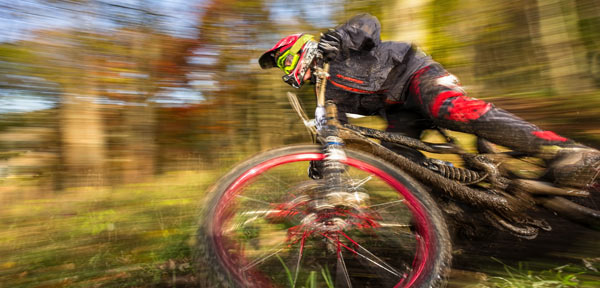 Die besten Bikeparks und Single Trails Action Mountainbike-Strecken